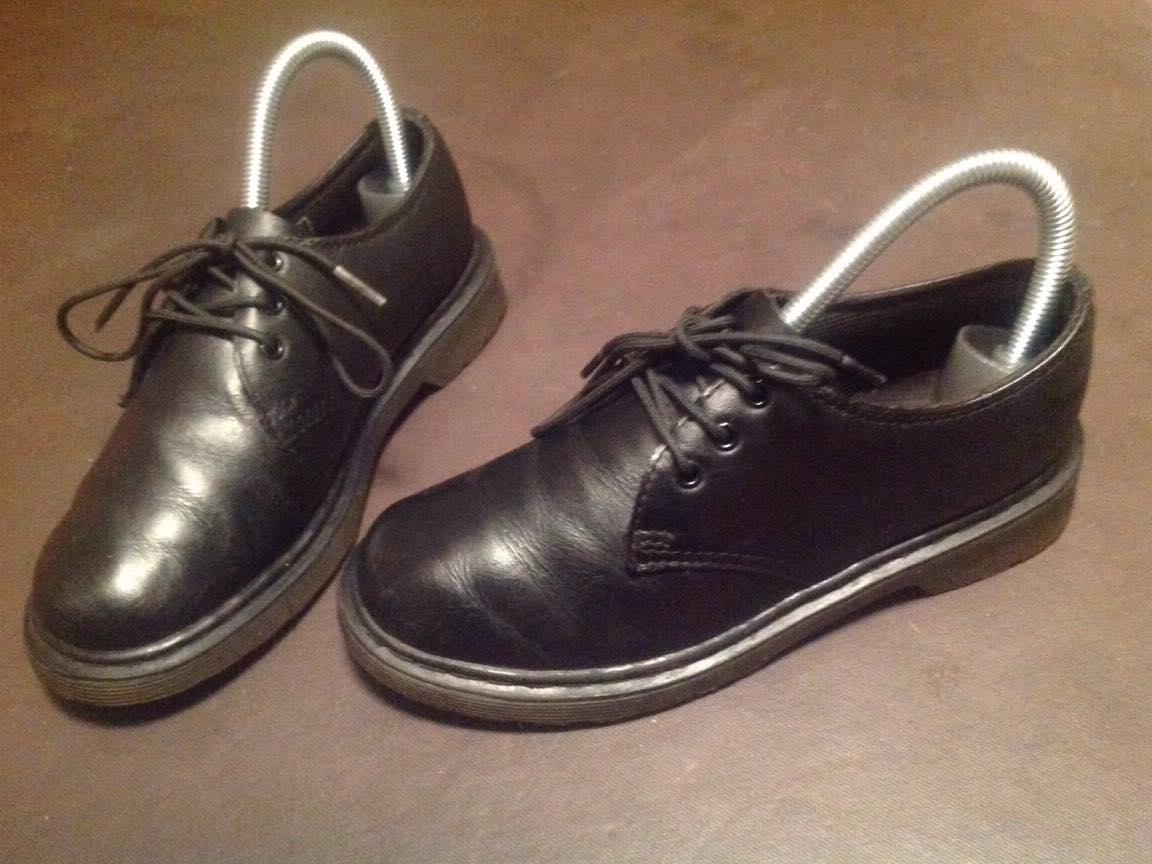 chaussures derbies cuir noir doc martens d 39 occasion. Black Bedroom Furniture Sets. Home Design Ideas