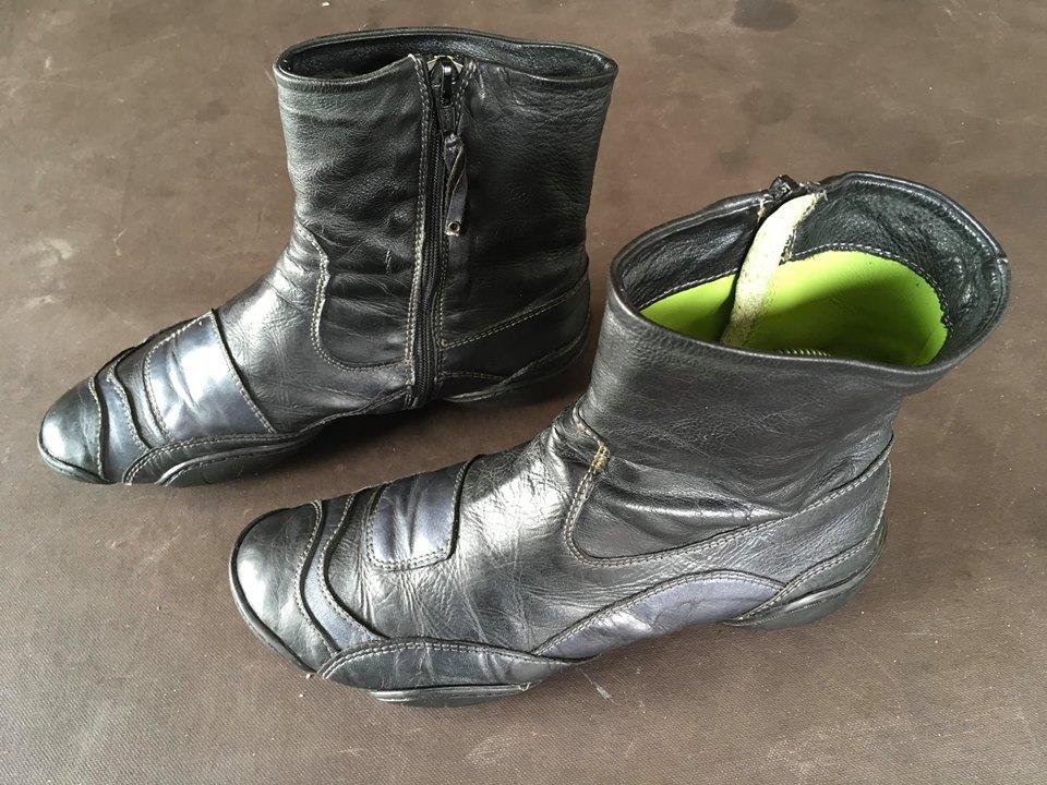 Bottines en cuir noir et zip, MARITHE FRANCOIS GIRBAUD